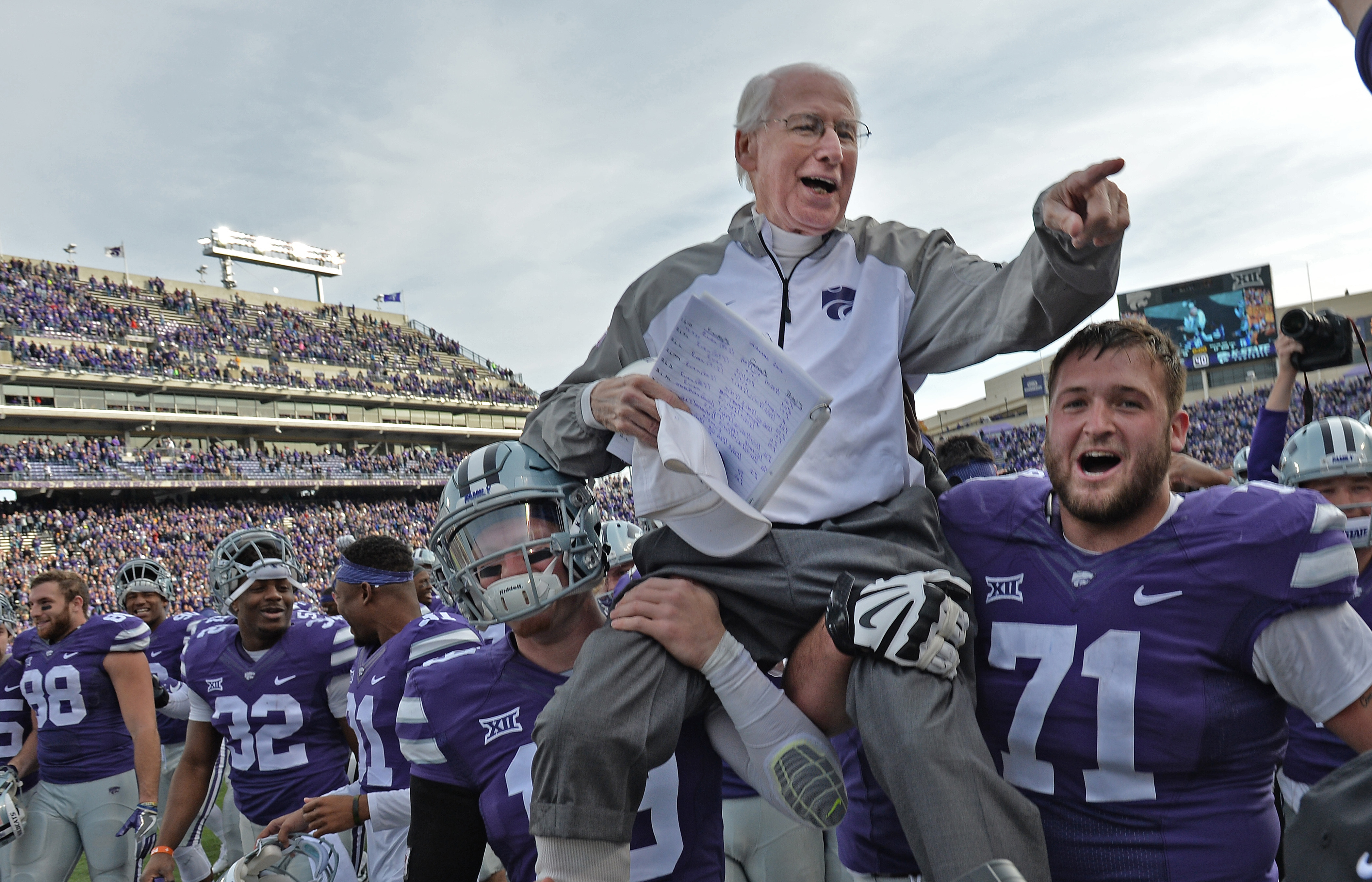 MANHATTAN, KS - NOVEMBER 26: Head coach Bill Snyder (C) of the Kansas State Wildcats gets carried off the field, after winning his 200th career game against the Kansas Jayhawks on November 26, 2016 at Bill Snyder Family Stadium in Manhattan, Kansas. (Photo by Peter G. Aiken/Getty Images)