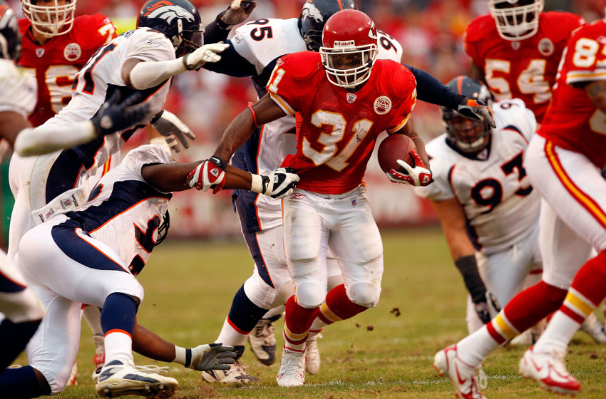 Priest Holmes (31) of the Kansas City Chiefs (Photo by Jamie Squire/Getty Images)
